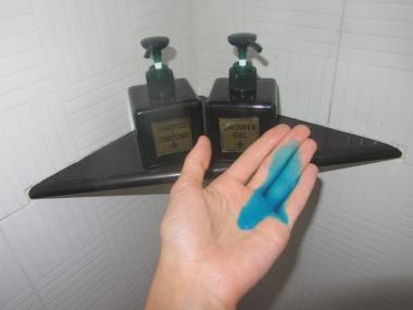 Atvadas no Manilas hoteļa - šausminoši zilais šampūns!