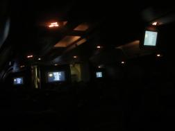 nakts lidmašīnā kaut kur virs Klusā okeāna